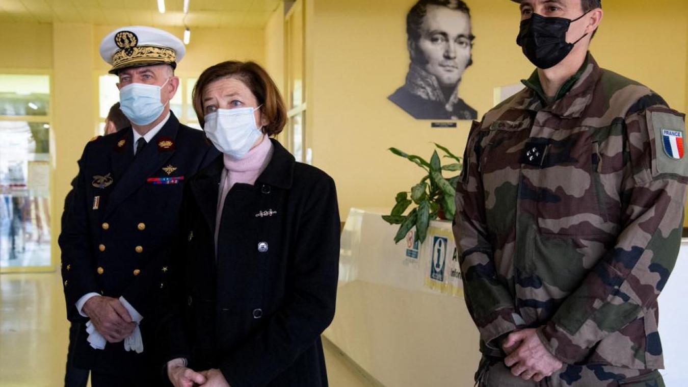 Des hôpitaux militaires pour vacciner jusqu'à 50.000 personnes par semaine contre le Covid-19