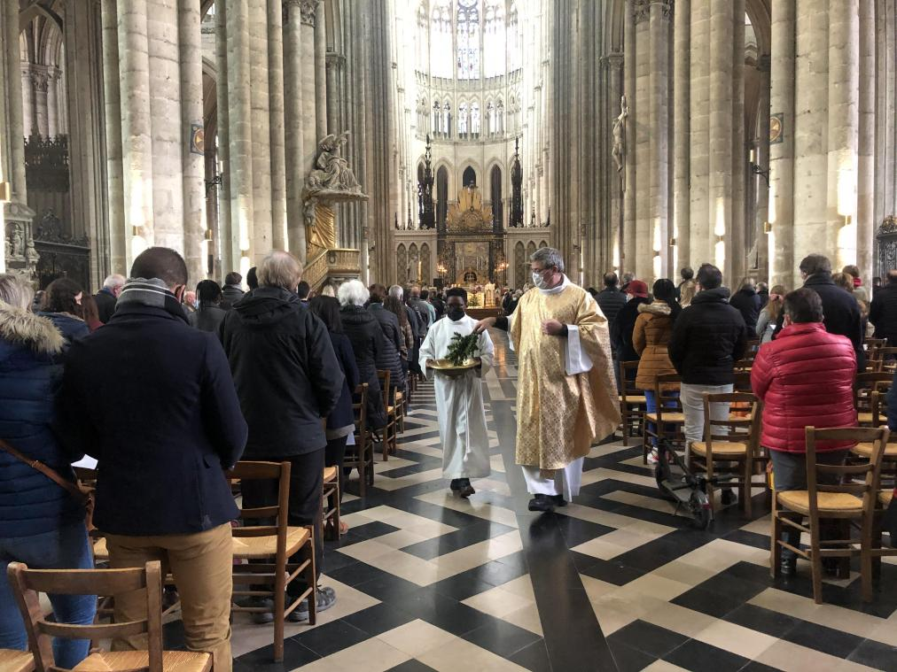 L'édifice, plus grande cathédrale de France, peut accueillir jusqu'à 1100 personnes actuellement en mode Covid-19.