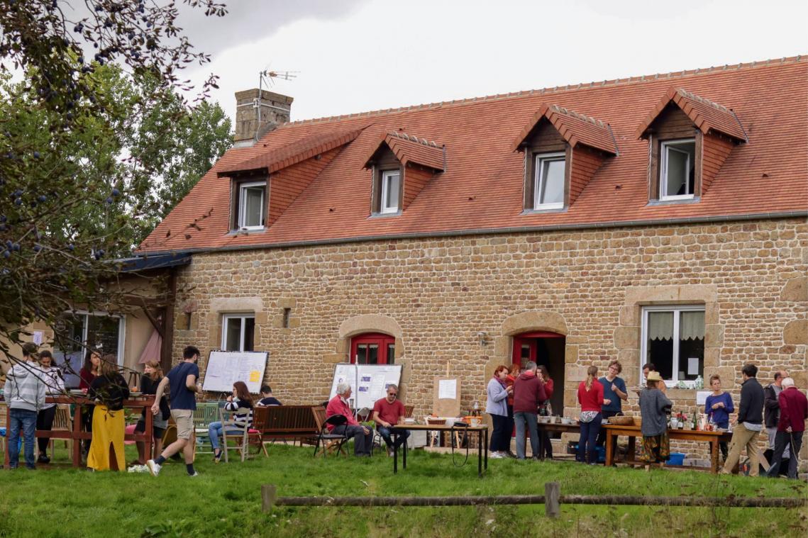 À El Capitan, dans l'Orne, les coliveurs se mêlent aux coworkers et autres membres de l'association, notamment au cours d'ateliers. (Photo El Capitan)