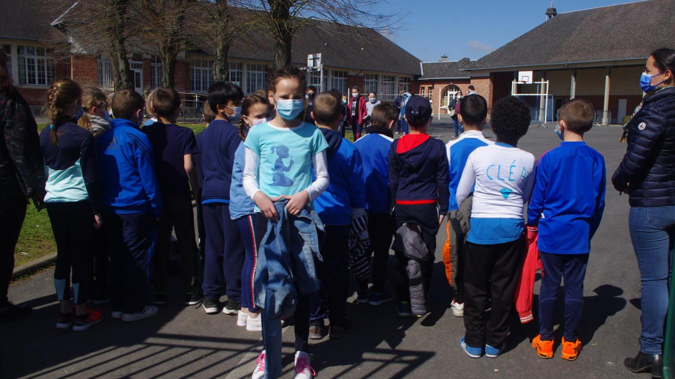 Ce vendredi, toute l'école a répondu à l'appel de Cléa et de sa maman. Tout le monde était vêtu de bleu, couleur symbolisant l'autisme.