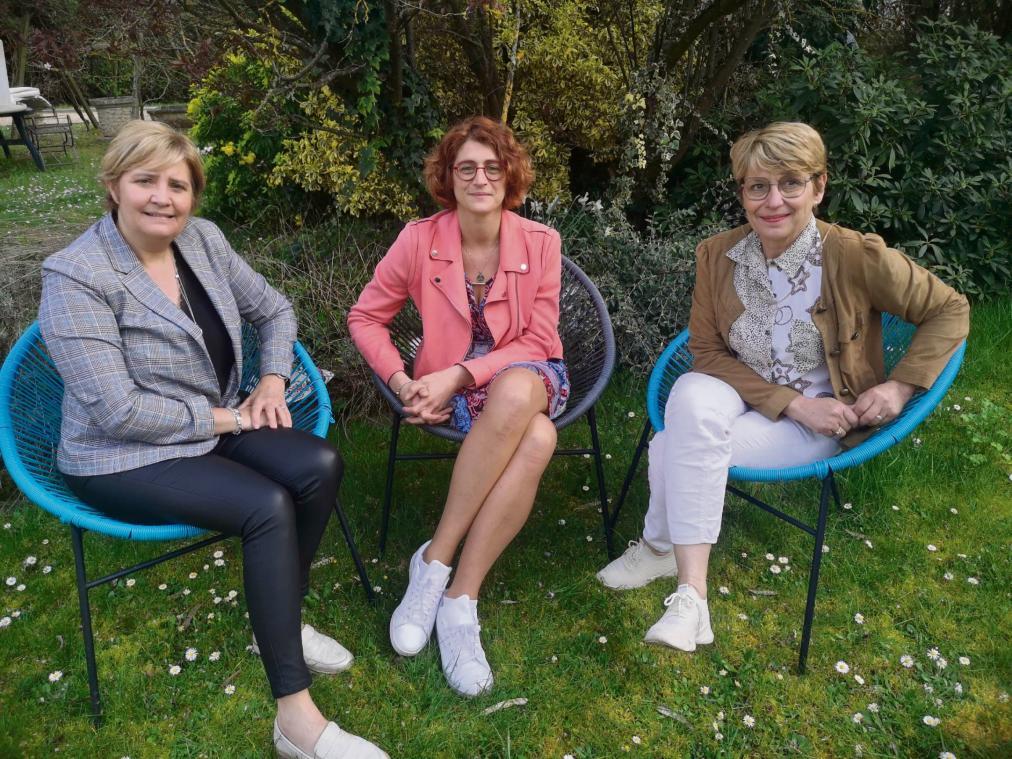 Sylvie Jouen (à g) et Nathalie Lamarre entourent Claire-Aurélie Veraquin, présidente des enfants de Tamar (Photo C-A. V)