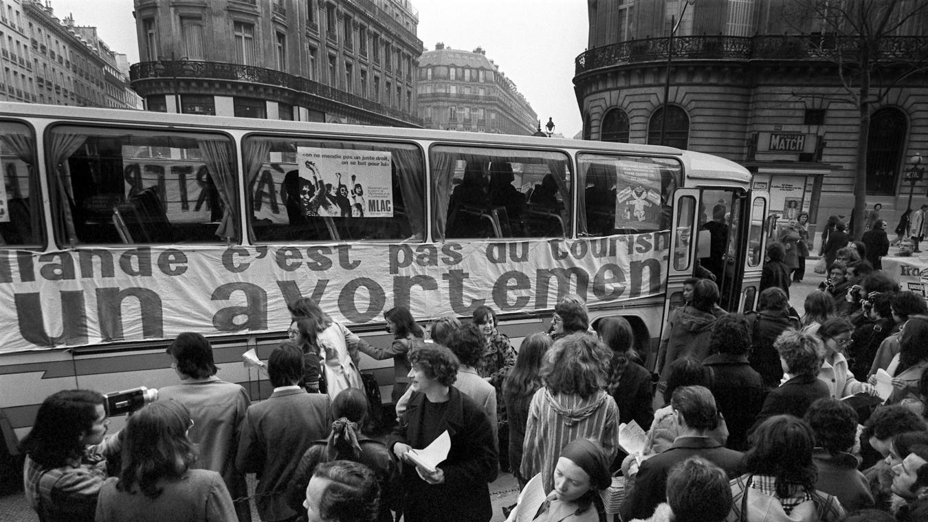 Encore interdit en France dans les années 1970, les femmes voulant avorter devaient le faire à l'étranger.