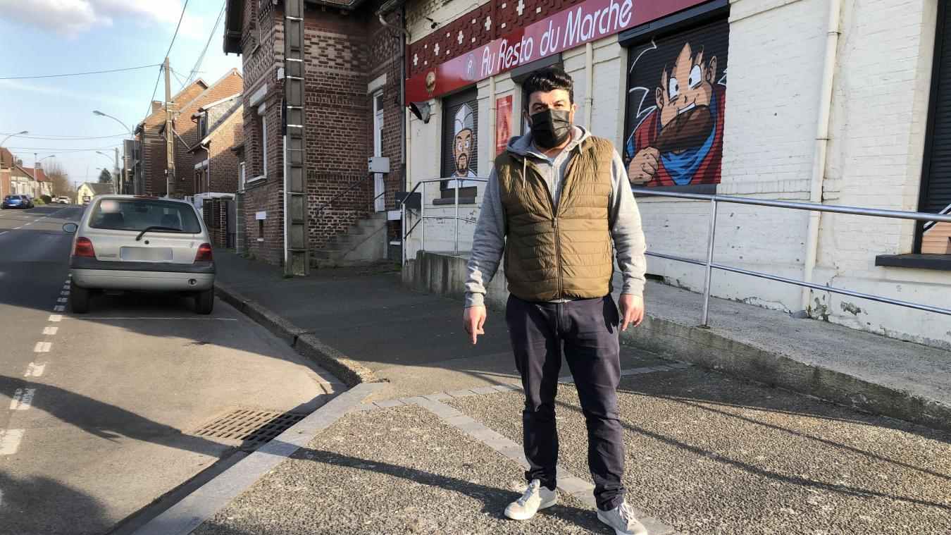 Ahmet Ceyhan espère pouvoir créer une terrasse sur les places de parking devant son restaurant.