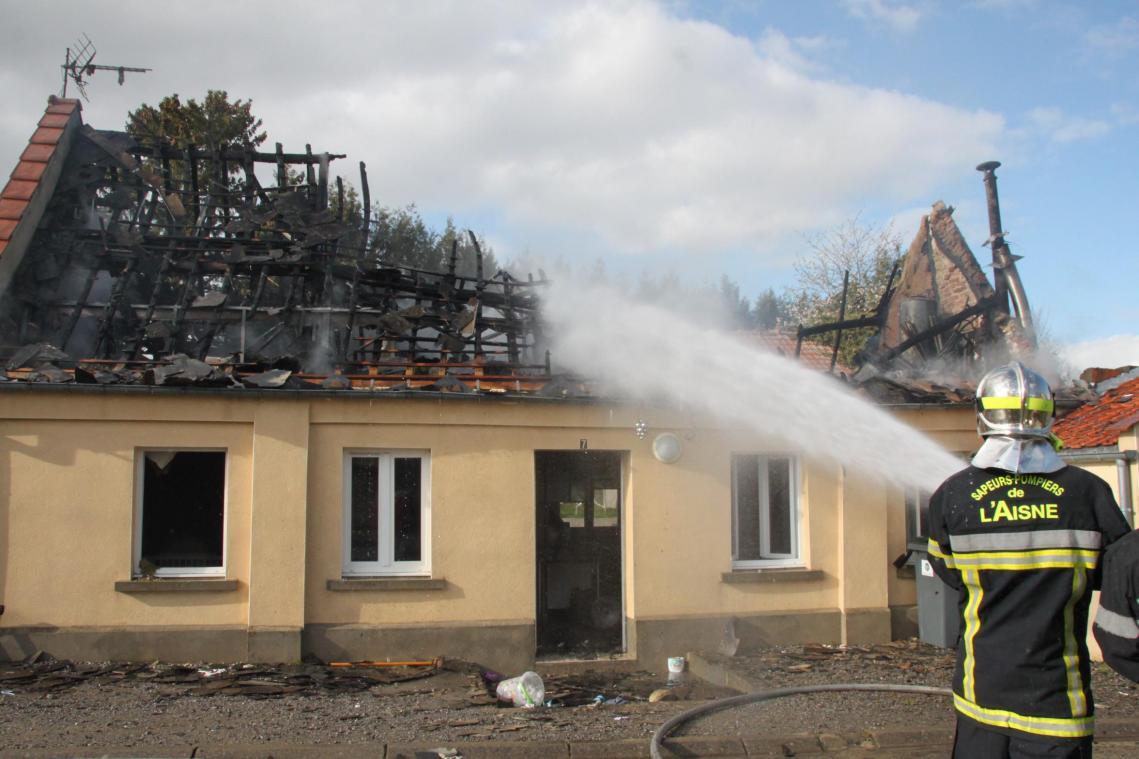 Une famille en difficulté après l'incendie de sa maison à Croix-Fonsomme