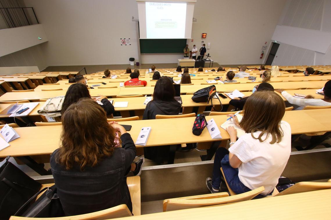 Les examens planifiés durant la période du 5 avril au 2 mai inclus par les établissements d'enseignement supérieur (comme les facs) devront«se tenir à distance».