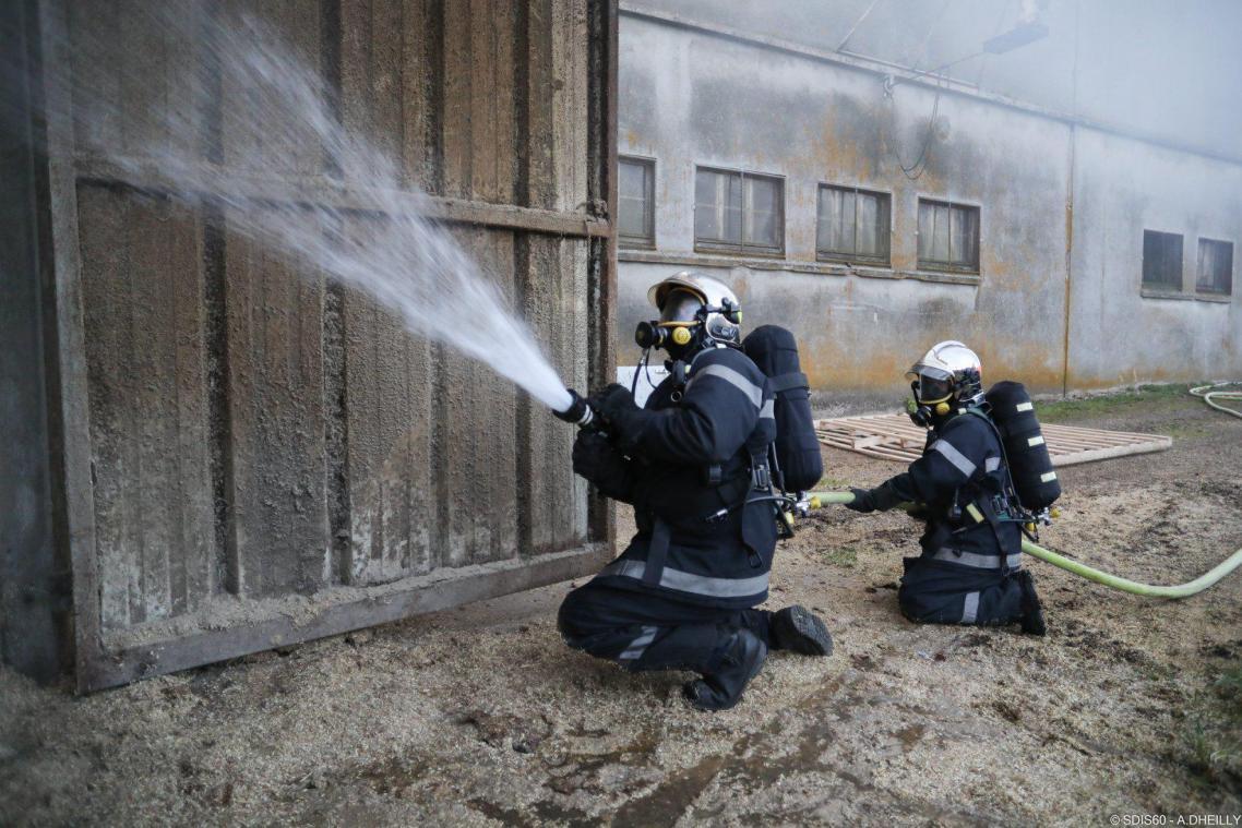 chauds. L'incendie, qui n'a pas fait de blessé, a été maîtrisé vers 10 heures.