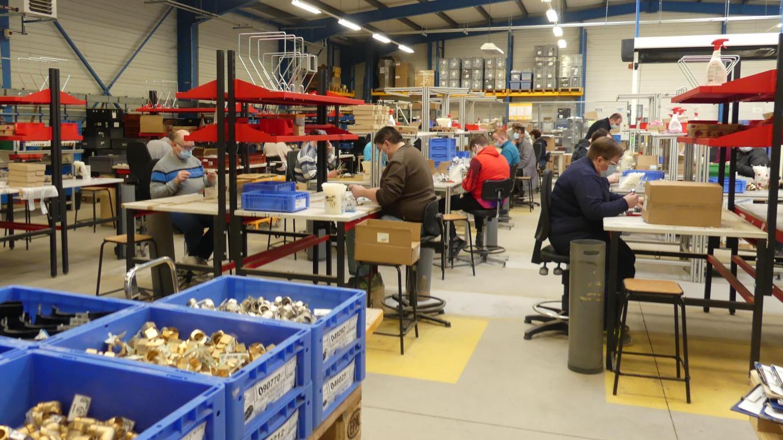 L'atelier de conditionnement de l'Esat de Pendé. Les travailleurs sont les petites mains des grandes entreprises du Vimeu.