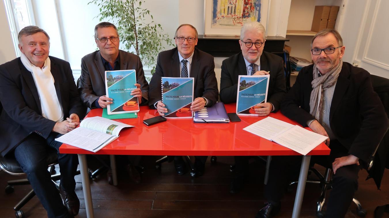 Les élus de la Thiérache axonaise en 2018, lors de la signature du premier Pacte Sambre-Avesnois-Thiérache. Une initiative qui a porté ses fruits au point d'en vouloir un deuxième.