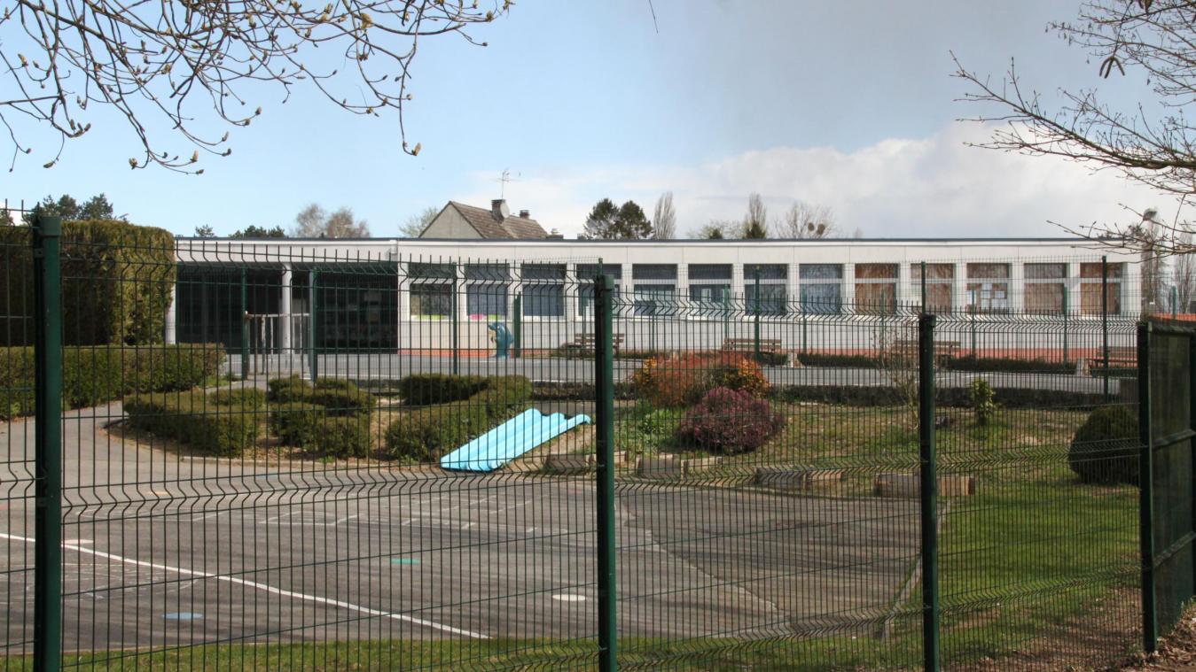 L'école des Torrents a été choisie pour sa grande capacité d'accueil. La commune a mis à disposition un employé pour venir en aide à l'enseignant qui assurera la classe.