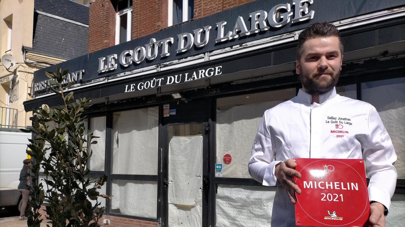 Jonathan Selliez, chef du restaurant Le Goût du Large, au Tréport, travaille avec des producteurs locaux et des fruits et légumes de saison.