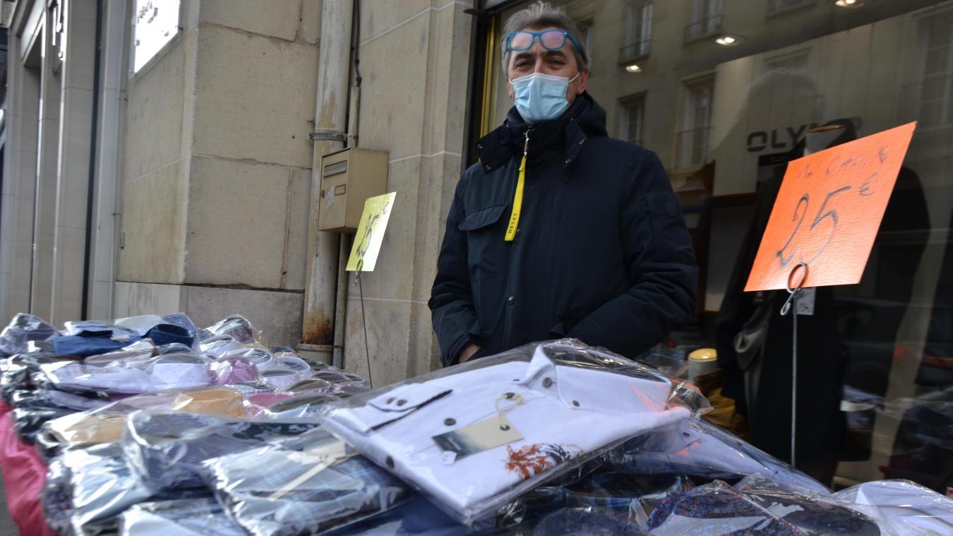 Durant deux semaines, les commerçants ont pu déballer leurs marchandises sur les trottoirs, avant la suspension de l'arrêté.