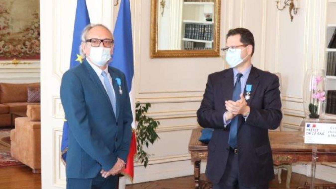 Le préfet Ziad Khoury a décoré le docteur Tréhou la semaine passée.