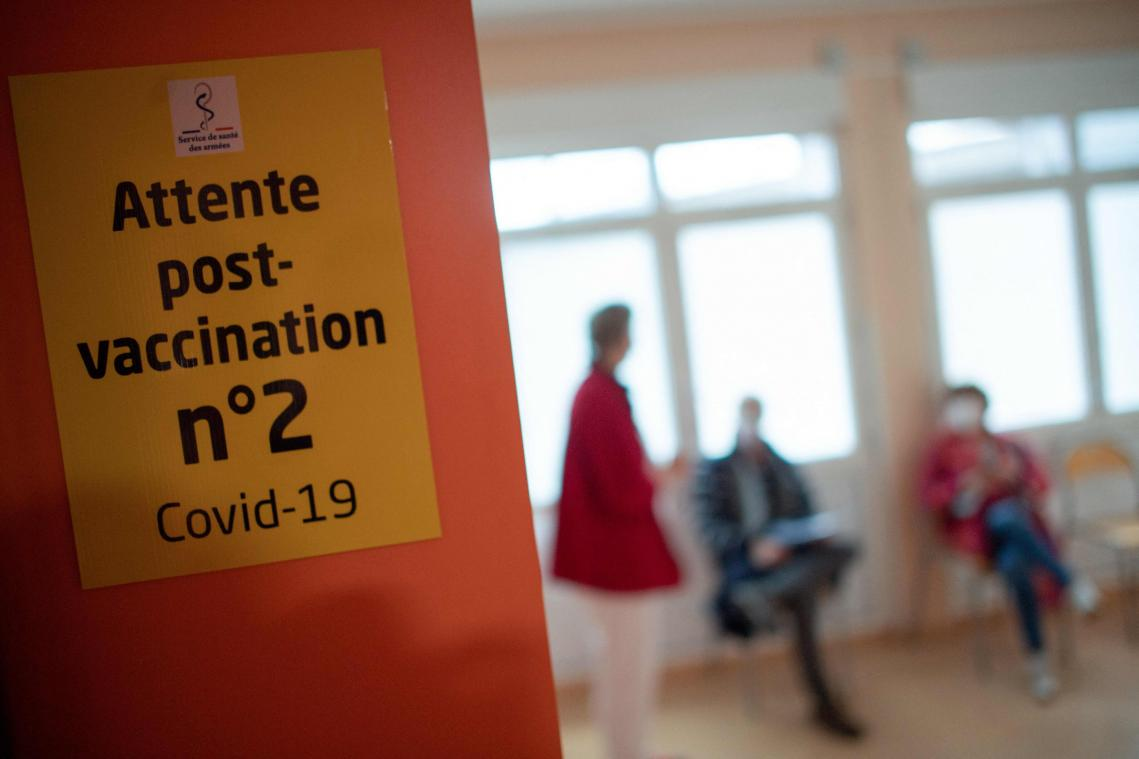 L'Institut Pasteur a développé des modèles mathématiques. Selon les premiers résultats, les vaccins réduisent à «90%» les formes graves de la maladie. Le risque d'infection est lui réduit de 80%.