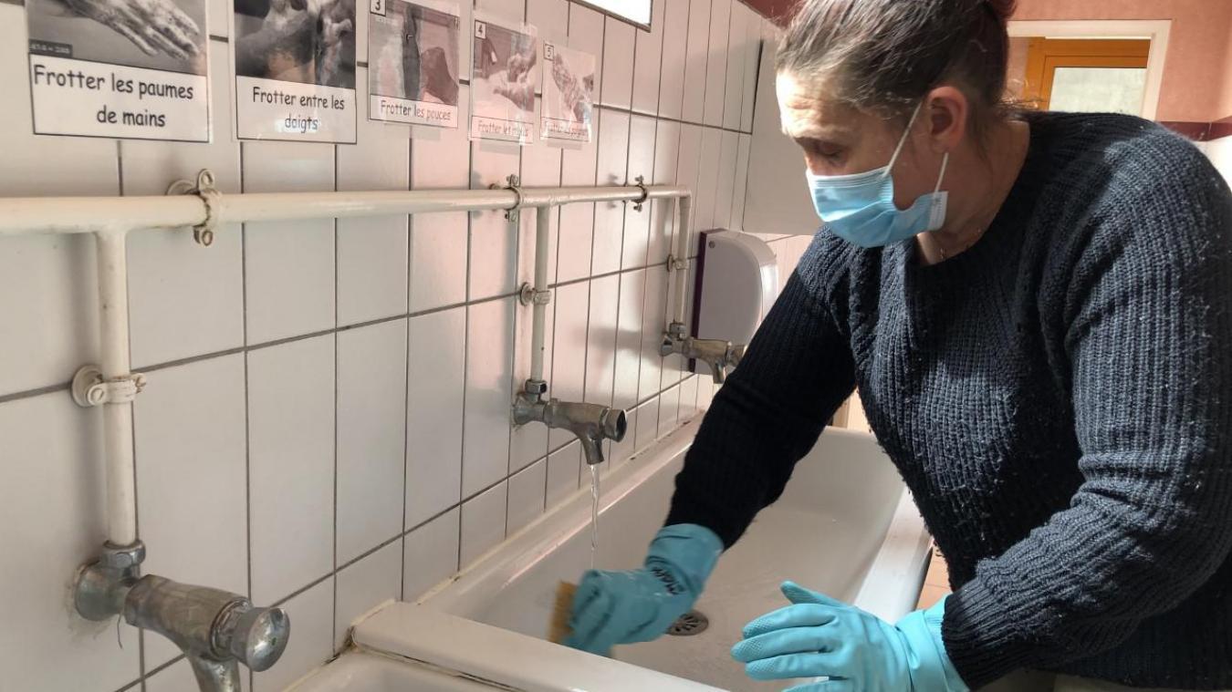ÀÀ Saint-Gobain, Maya dispose de deux heures de plus par jour pour, entre autres, s'occuper des sanitaires.
