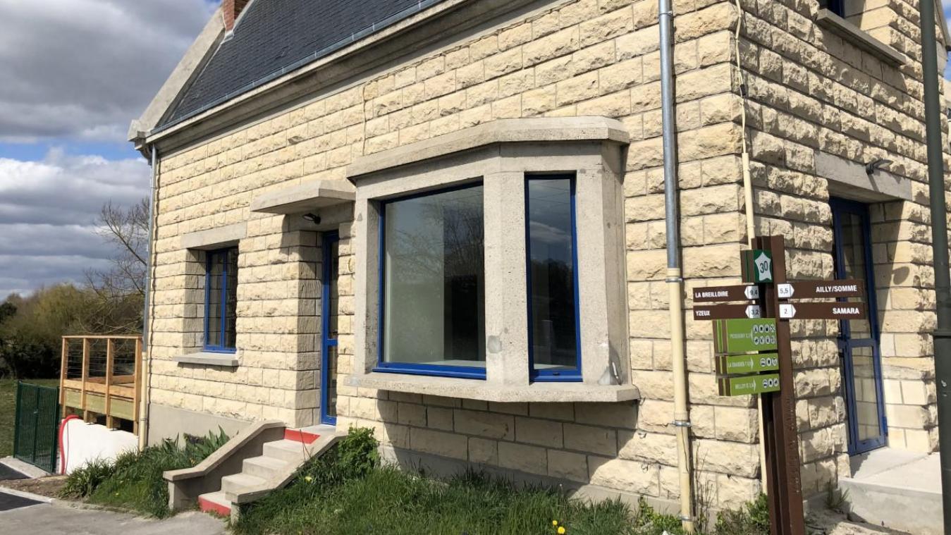 La maison éclusière de Picquigny devrait entrer en service en juin, après neuf mois de travaux. Elle offrira 200 mètres carrés dédiés au tourisme en Nièvre et Somme.