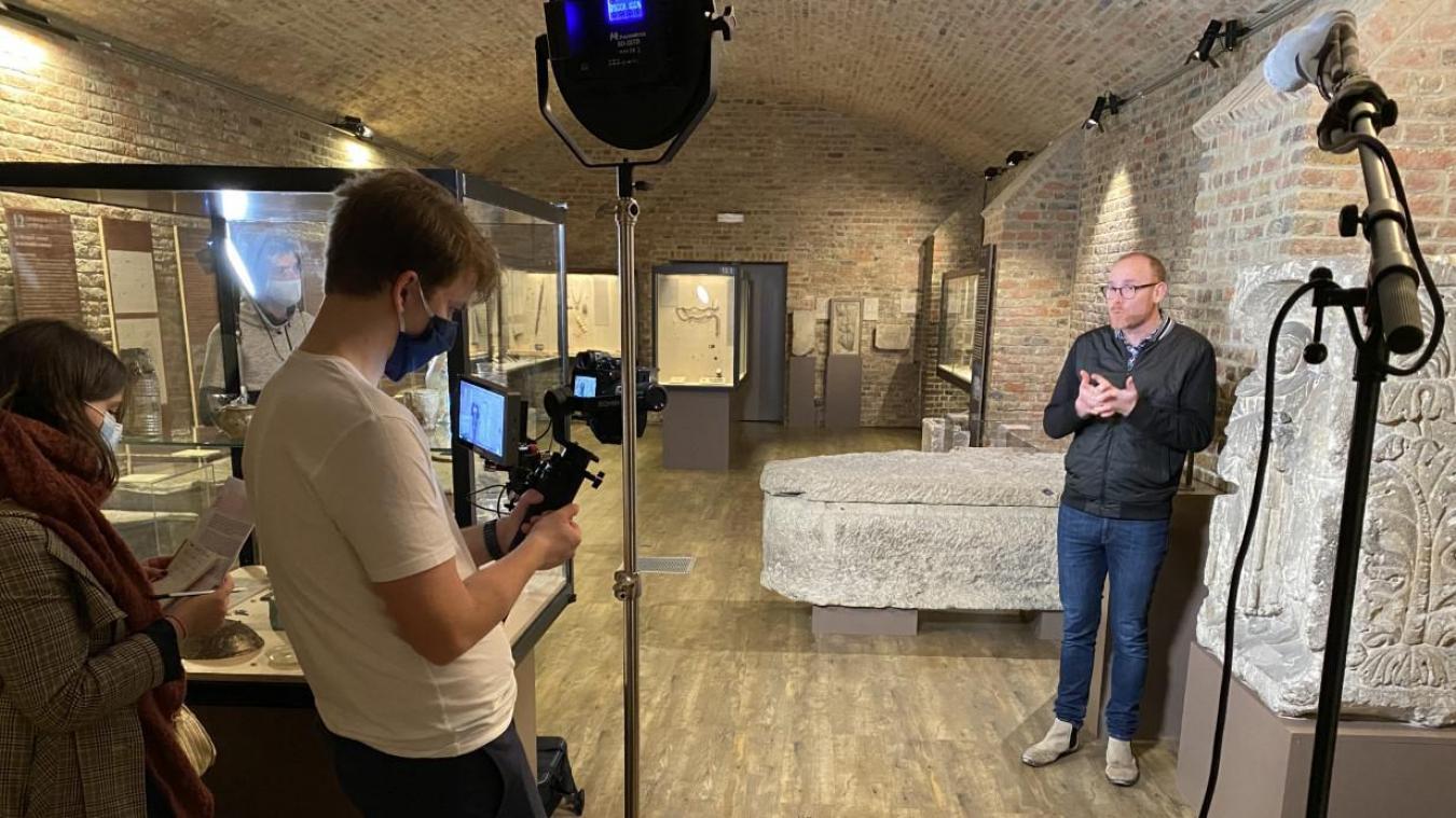L'équipe de tournage au Musée de Picardie en 2020. «Il s'agit de bénévoles, collègues ou anciens élèves, qui ont adoré l'initiative et, par leurs talents, ont fini par rejoindre l'aventure.»