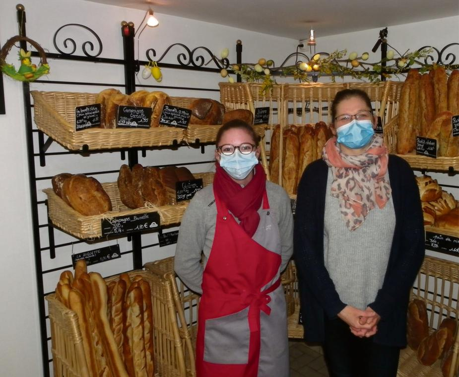 Nancy Herse (à d.) et sa vendeuse Manon, au Fournil de Cormeilles (Photo PN)