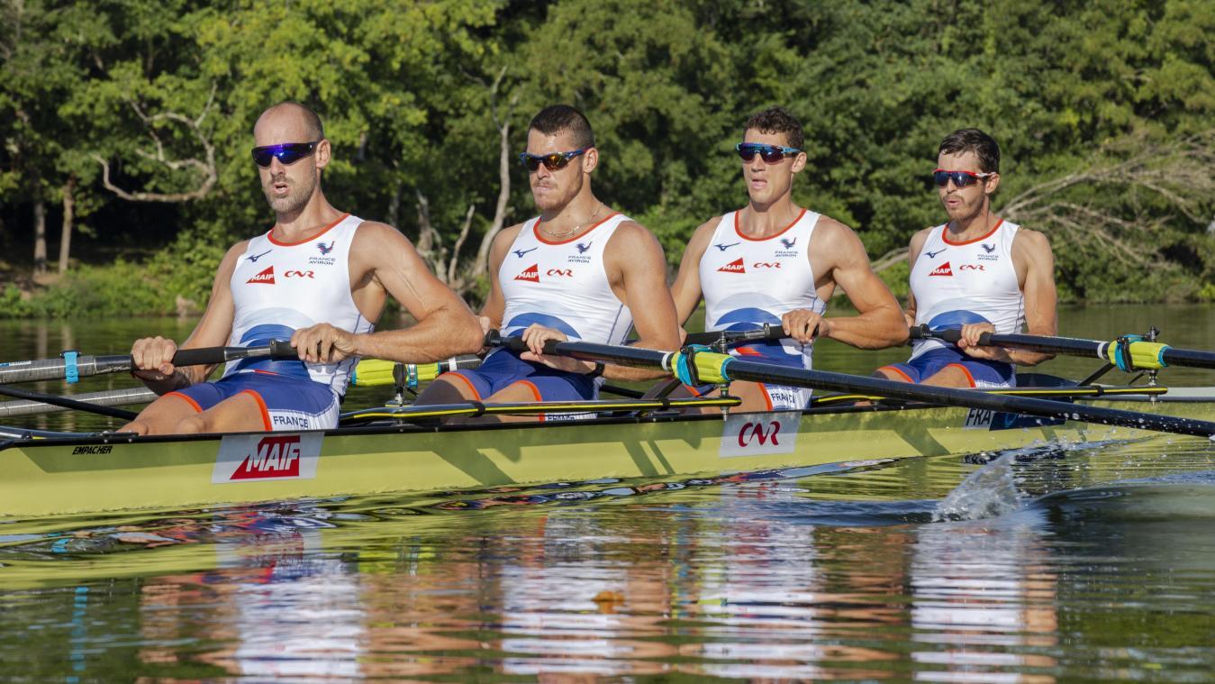 Benoît Brunet (en troisième position) et son bateau gardent les Jeux olympiques dans le viseur.