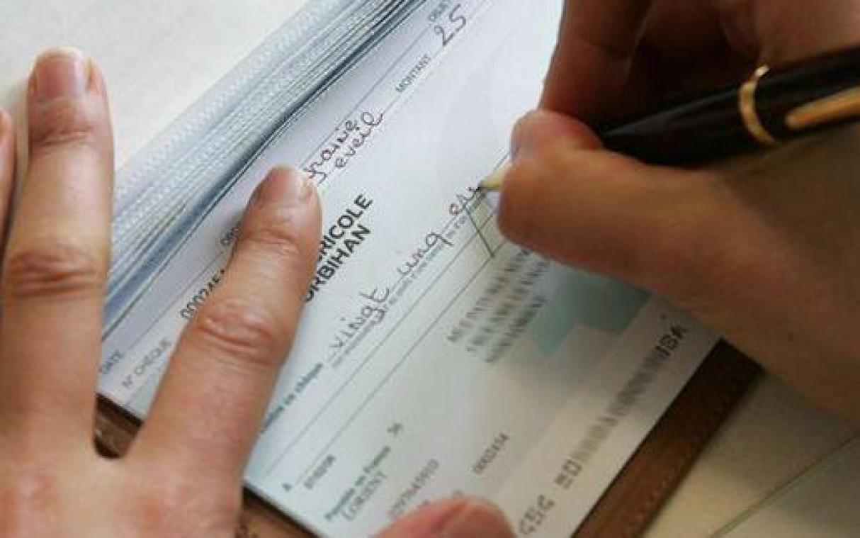 L'homme a fait l'objet de multiples plaintes de vendeurs lésés par les chèques sans provision.