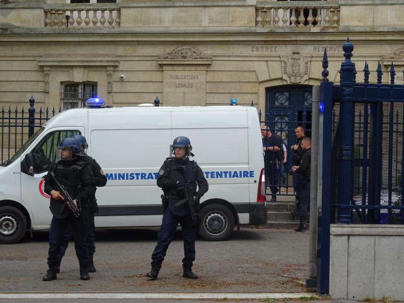 Le prévenu était sous très haute surveillance au palais de justice d'Amiens.