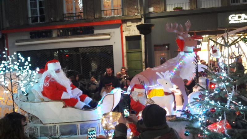 Grande Parade De Noel A Saint Quentin Marches De Noel Salon