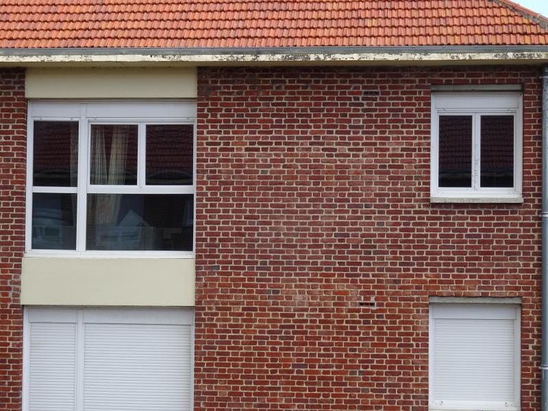 La scène de violences a eu lieu derrière la grande fenêtre. Les voisins avaient alerté la police municipale pour le tapage.