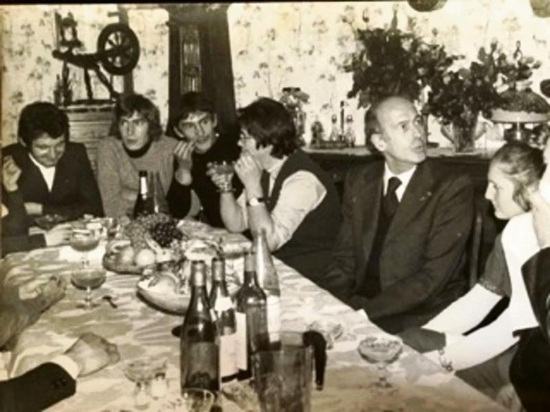 Le repas chez les Nehou, avec un président de la République en invité d'honneur. (Photo DR)