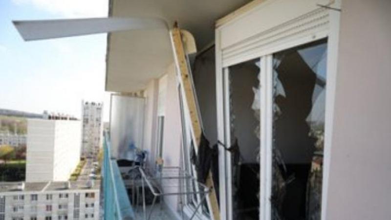 L'explosion a provoqué des dégats dans l'appartement, mais pas chez les voisins.