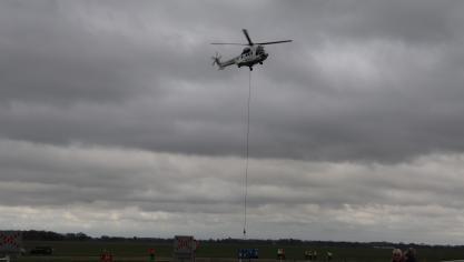 Les hélicoptères s'entraînent sur l'aérodrome de Saint-Valery Vittefleur, à quelques kilomètres de la centrale de Paluel.