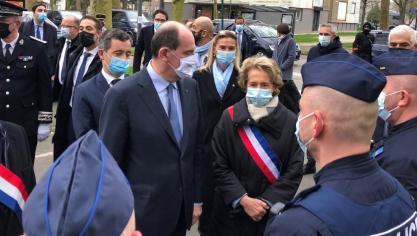 Jean Castex et Gérald Darmanin déambulent dans le quartier d'Argentine de beauvais.