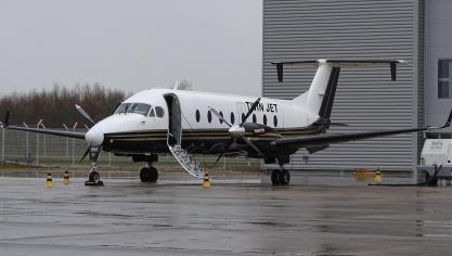 L'appareil est un Beechcraft 1900D Airliner médicalisé.