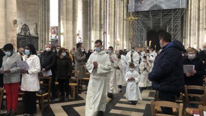 Amiens: la cathédrale était aussi pleine que possible pour la messe de Pâques