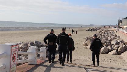 Les hommes du PSIG d'Abbeville sont intervenus sur la plage du crotoy et sur la digue Jules-Noiret qui la surplombe.