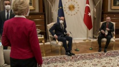 La présidente de la Commission européenne s'est retrouvée reléguée au second plan par Recep Tayyip Erdogan, le président Turc, alors que l'Union européenne venait à Ankara pour ressouder les liens avec la Turquie