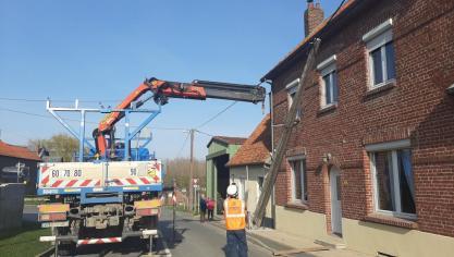 Un camion arrache un poteau électrique à Beaucourt-sur-l'Ancre
