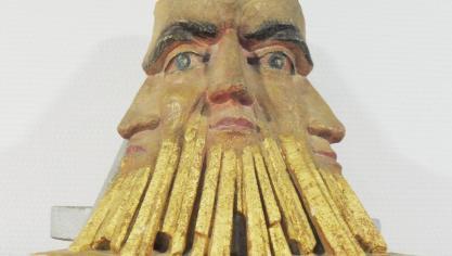 Sculpture maçonnique visible dans le temple