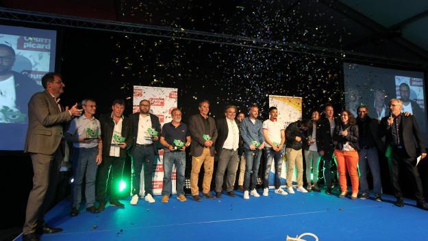 Les Trophées du foot de la Somme 2019 réunis sur scène.(Photo : Fred Haslin)