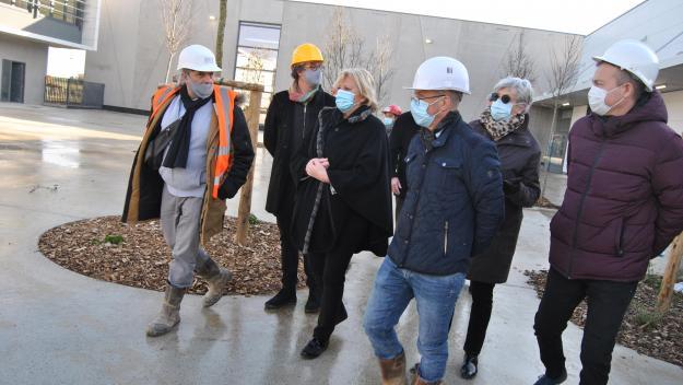 Nadège Lefebvre a visité le chantier du futur collège mardi matin.