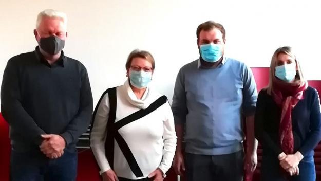 De gauche à droite: Hubert Marest, Michèle Herduin (maire), Loïc Marest et Camille Pruvost