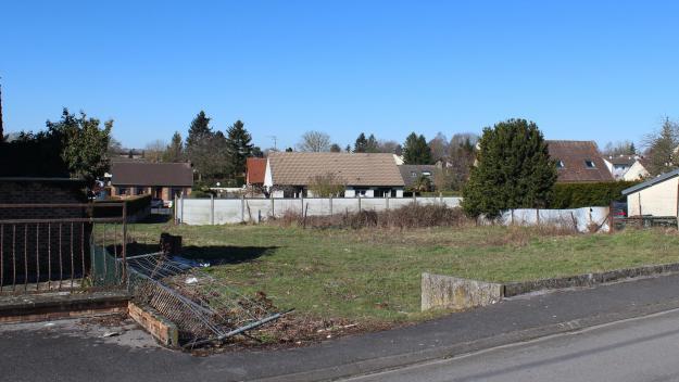 Un terrain de 800m², situé chemin du Ronssoy et débarrassé d'un baraquement devenu un squat régulièrement incendié, est devenu propriété communale et a été mis en vente.