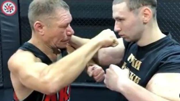 Bazooka Arms aurait aimé marqué les arts martiaux mixtes avec ses bras énormes... c'est plus que râté!