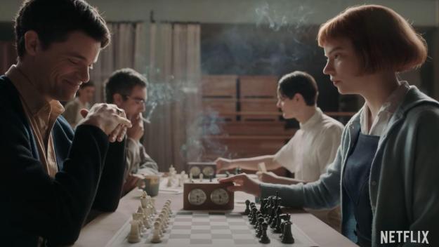 L'adaptation de Netflix a révélé l'actrice Anya Taylor-Joy qui interprète Beth Harmon, orpheline prodige des échecs dans les années 60.