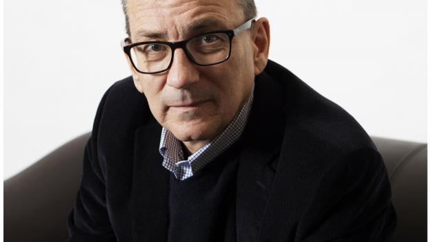 Le romancier Jérôme Leroy, comme Adrien Vivonne, est aussi poète. Et, comme lui, il est aussi né à Royuen en 1964.