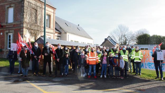 Une action a eu lieu toute la journée de vendredi devant l'école. (Photo : PN)