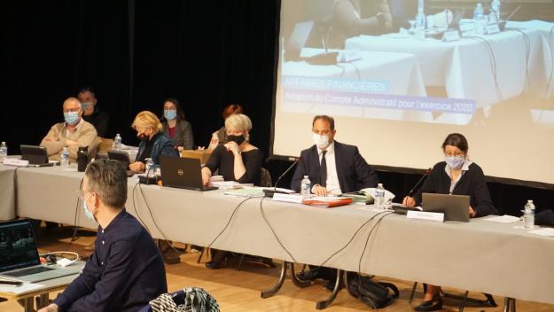 François-Xavier Priollaud, maire de Louviers, a fait voter le budget primitif 2021 malgré l'opposition de certains élus. (Photo : PN)