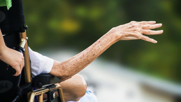 Les données actuellement disponibles montrent une «tendance alarmante» concernant la consommation de drogues chez les personnes âgées. Aux États-Unis, par exemple, l'usage de la plupart des drogues dans la tranche d'âge supérieure à 65 ans a triplé au cours des dix dernières années.
