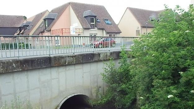 L'achat d'une pompe très gros débit fait partie des investissements 2021. Elle pourrait servir, si nécessaire, à la résidence du pont Margry où coule La Grouche. Une nouvelle voirie sera créée pour accéder à cette résidence et permettre des travaux sur le pont.