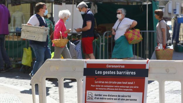 Les commerçants non alimentaires sont désormais interdits de déballage sur les marchés du département. Les brocante, vide-greniers et braderies sont également interdits.