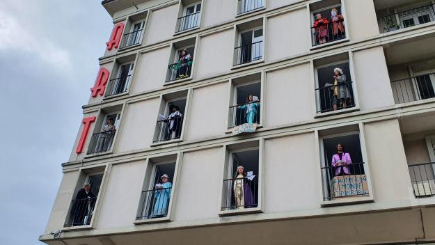 Les intermittents du Havre aux fenêtres pour se faire entendre
