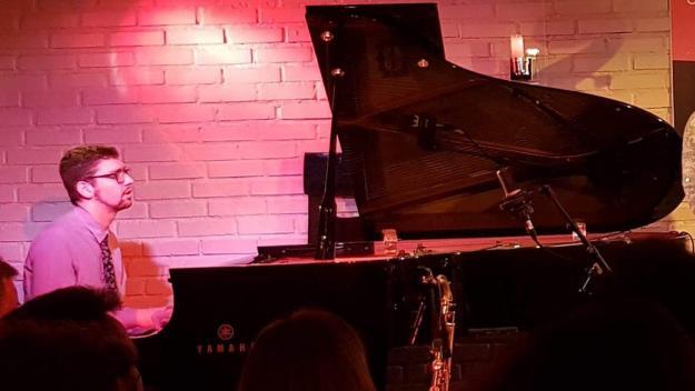 Le pianiste Frédéric Perreard a conçu une programmation comprenant les prestations de nombreuses pointures du jazz, au studio privé du campus Inovia.